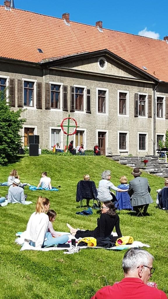 Gottesdienst im Park des Rittergutes