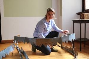 Bei Mira Siering stehen diese Metallzähne im Vordergrund ihrer Arbeit.